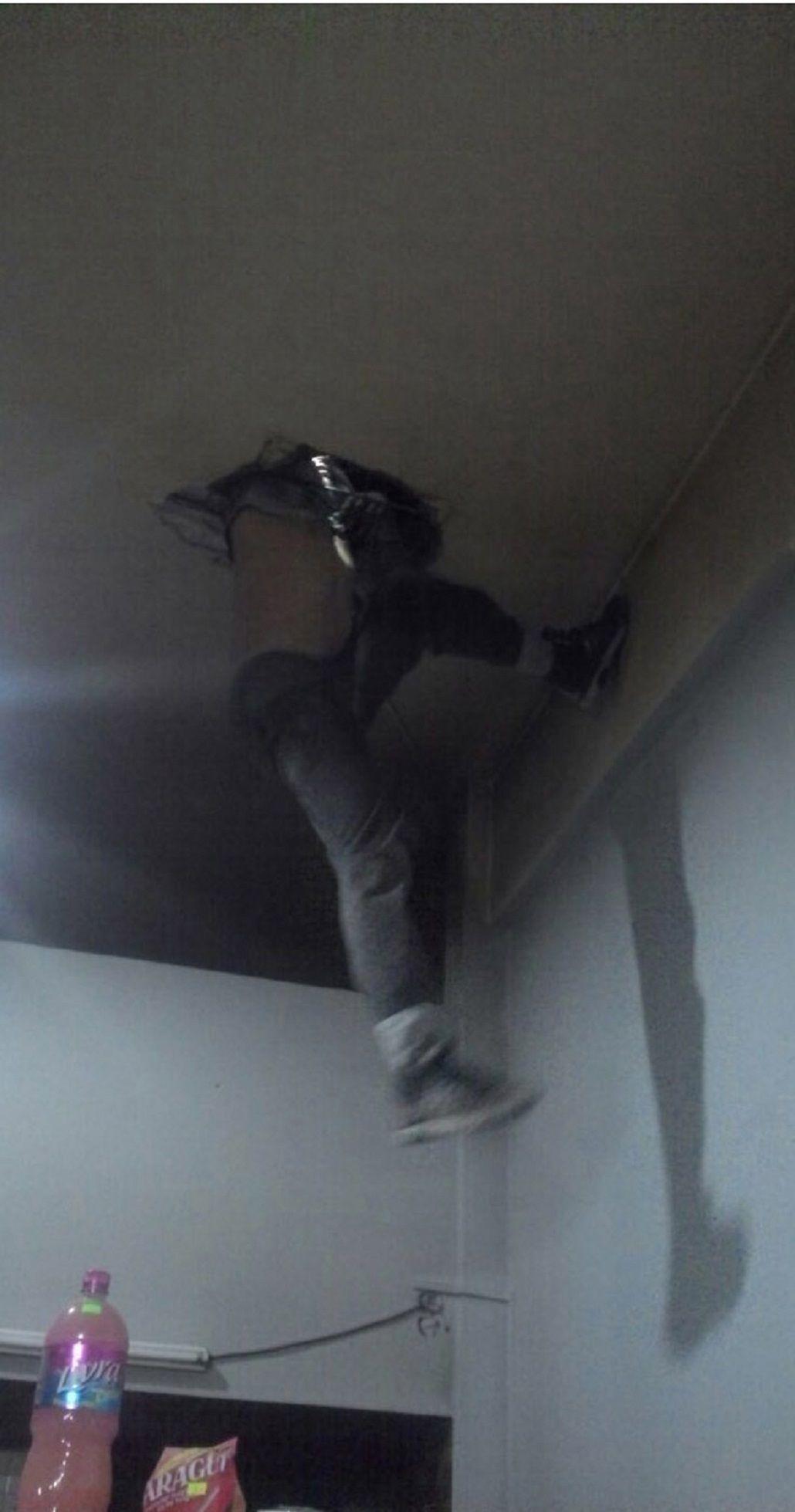 Un menor entró a robar a un almacén y quedó atrapado en una claraboya