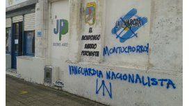 Un grupo neonazi atacó un local de La Cámpora