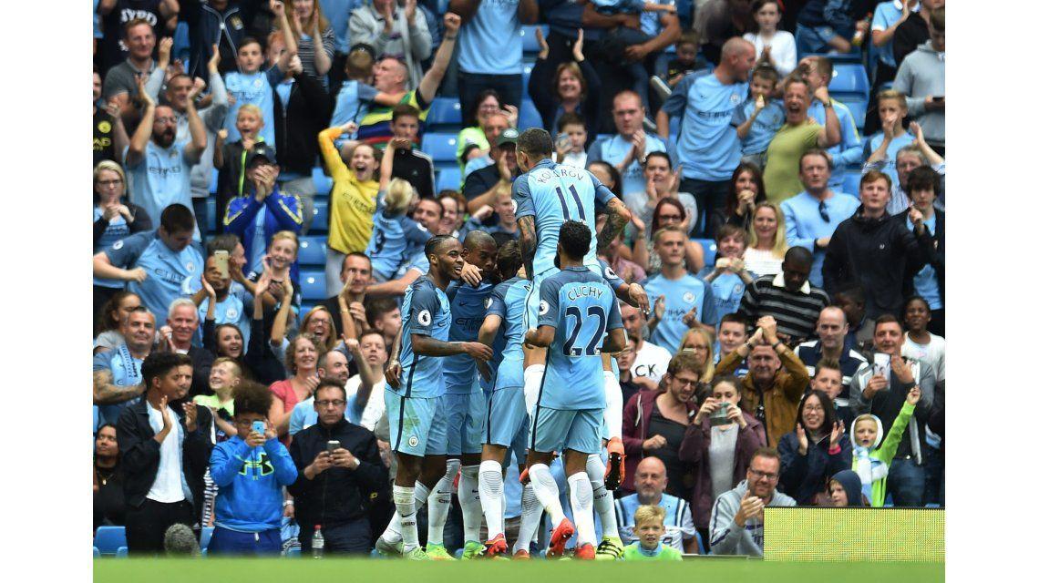 Con varios argentinos, el City ganó y mantiene el puntaje ideal