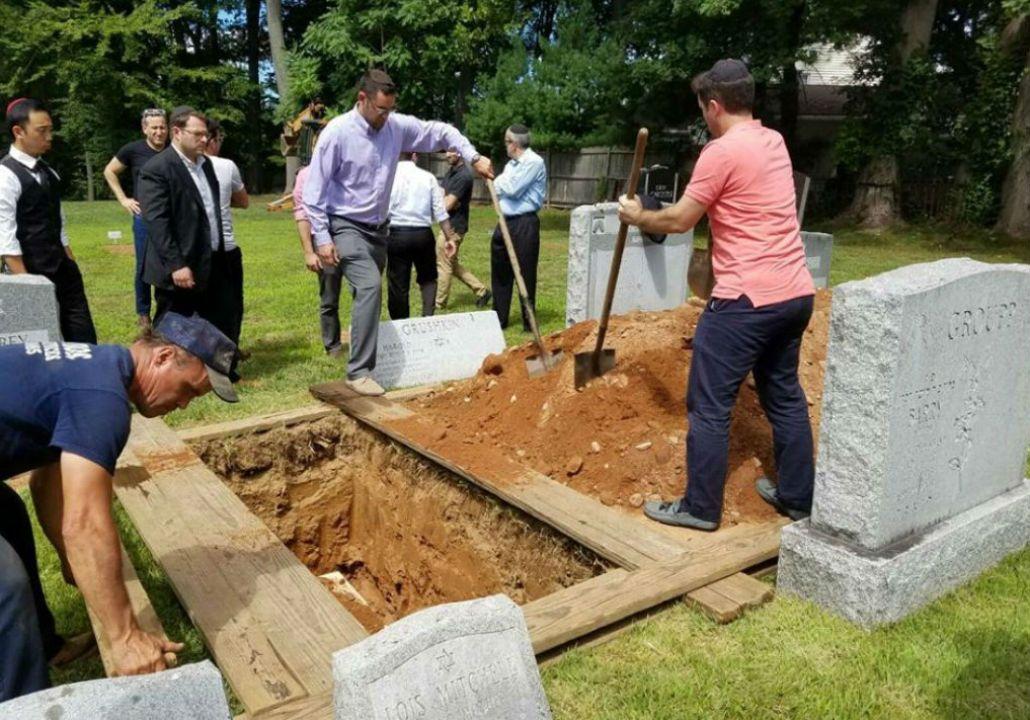 No tenía familia viva y la enterraron entre 30 personas que no la conocían