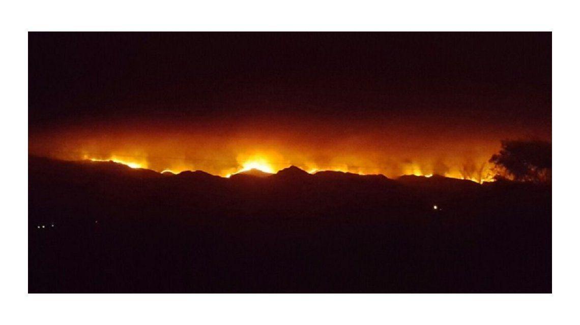 El incendio devoró 8.500 hectáreas y aseguran que no hay casas afectadas