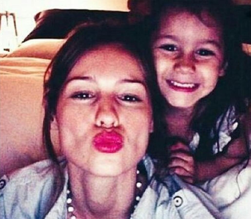 Pampita publicó una foto junto a Blanca: Luz, amor, recuerdo