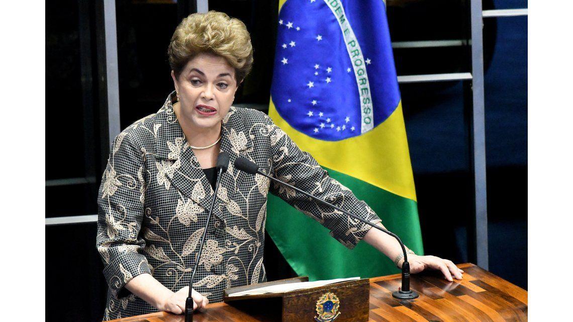 En su alegato, Dilma dijo que es víctima de un golpe de un gobierno usurpador