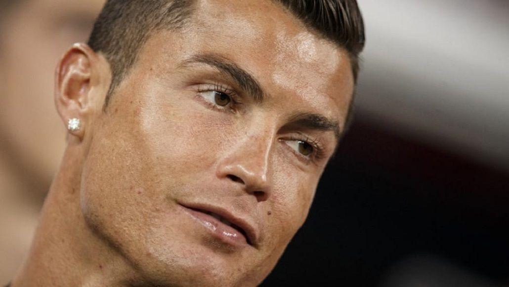 ¿Será real? Medios españoles aseguran que Cristiano Ronaldo usa pestañas postizas