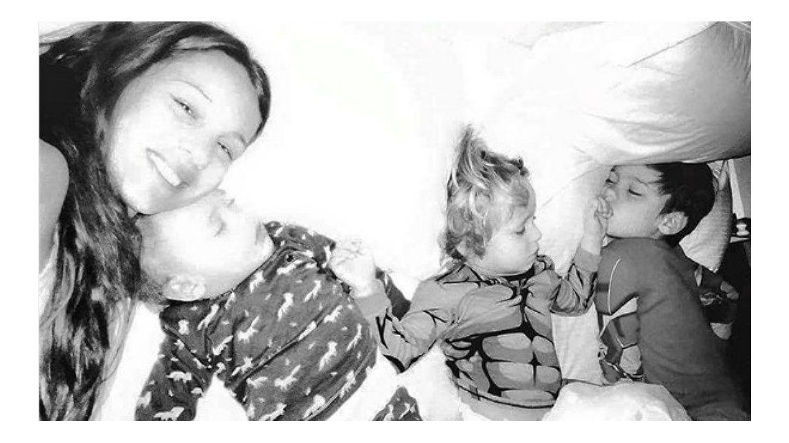 Pampita y sus hijos