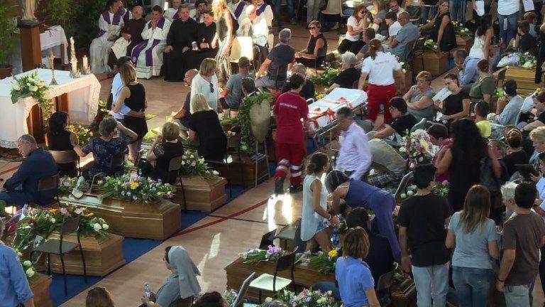 Comienzan los funerales públicos para las víctimas del sismo en Italia