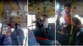 VIDEO: La pelea entre un chofer y un pasajero en pleno colectivo