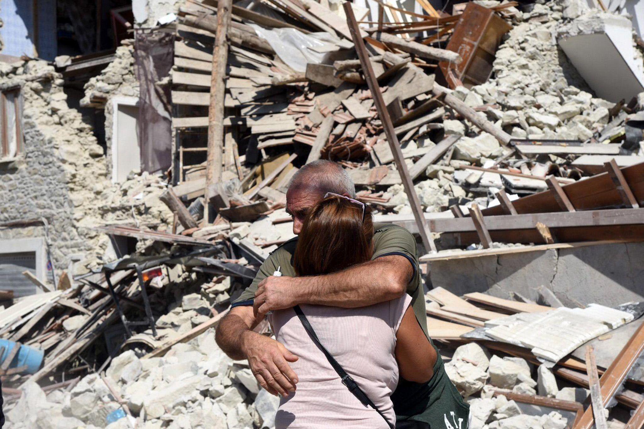 Ascienden a 159 los muertos por el terremoto en el centro de Italia