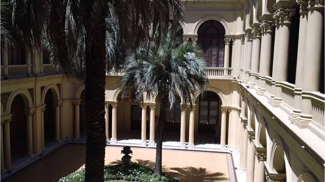 Murió una de las palmeras del patio de la Casa Rosada