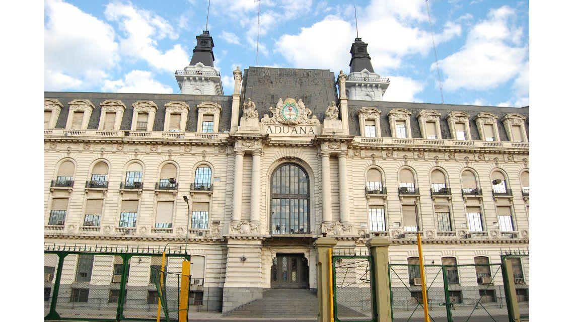 El gobierno anunció el desplazamiento del Director General de Aduanas
