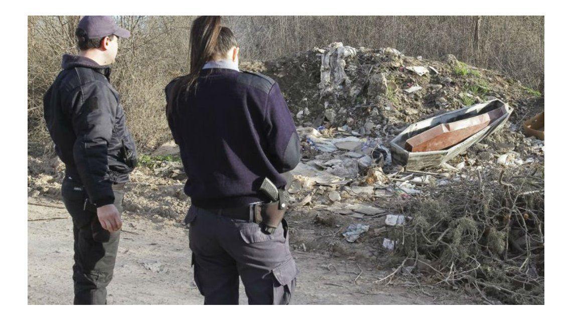 Temor de los vecinos en Cipoletti por el hallazgo de un ataúd en un basural
