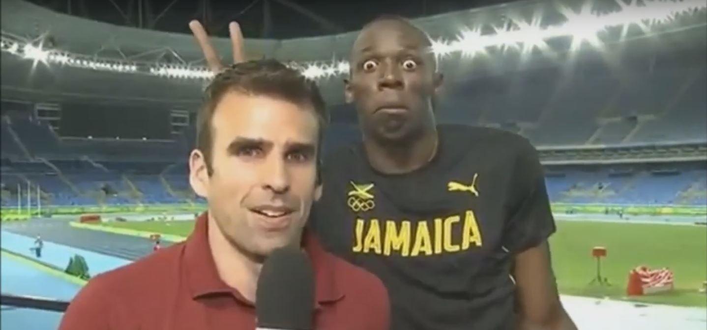 VIDEO: Usain Bolt le hace cuernitos a un periodista