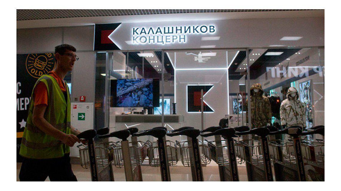 Kaláshnikov abrió su primera tienda de souvenires en un aeropuerto de Moscú