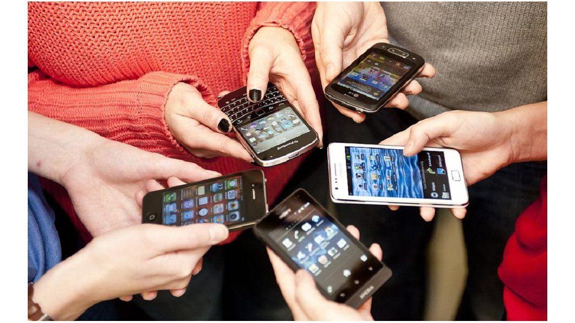 El Gobierno intimó a las empresas de telefonía móvil a mejorar  el servicio y la calidad de atención