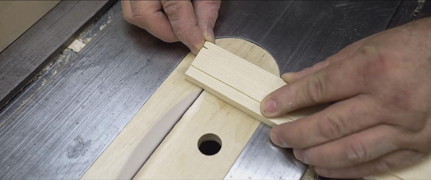 VIDEO: ¿Se puede cortar madera con papel?