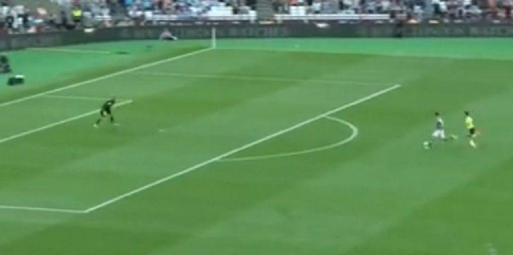 Jonathan Calleri debutó en la Premier League y se perdió un gol increíble