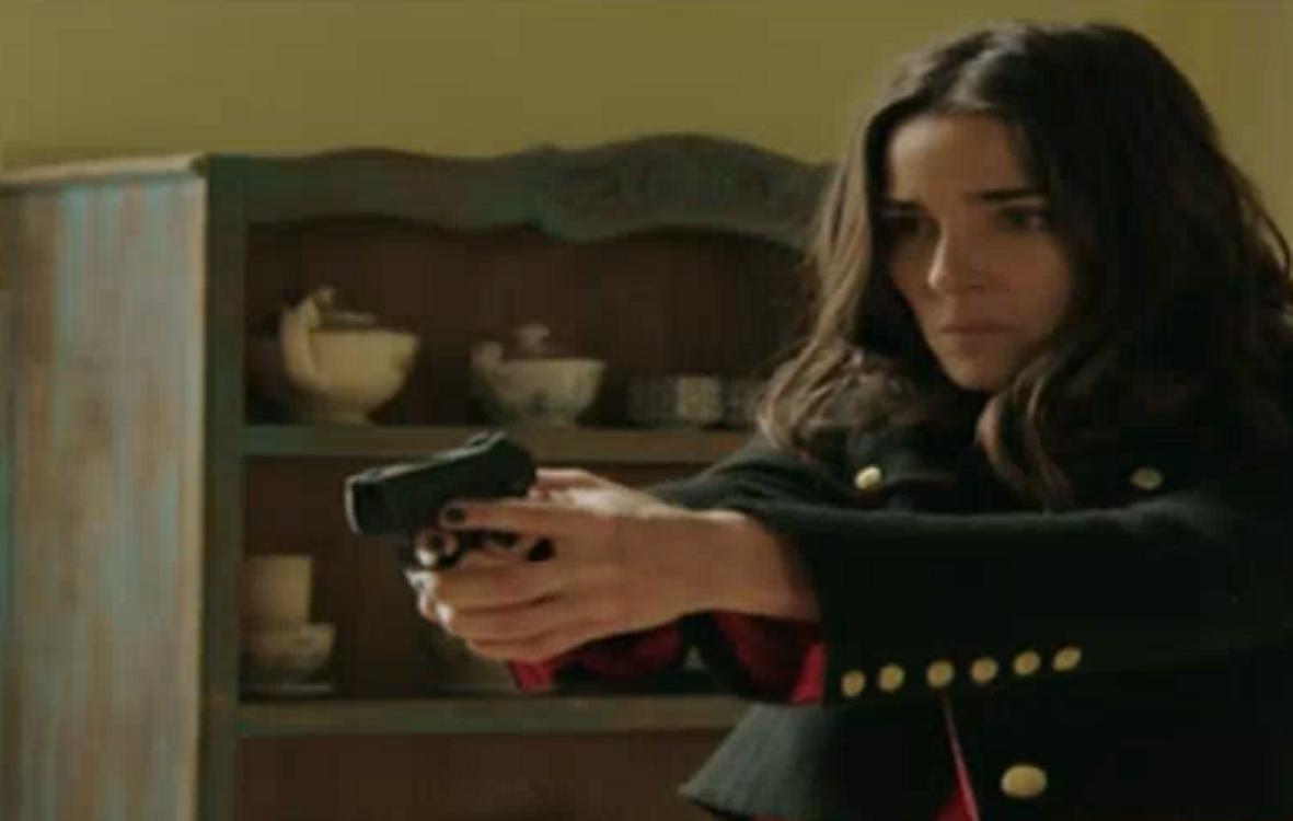 Fuerte escena: Juana Viale mató al personaje de Julieta Cardinali