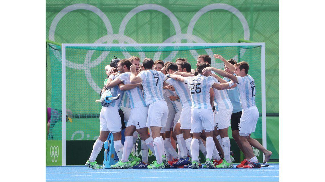 Los Leones aplastaron al campeón Alemania y se aseguraron una medalla