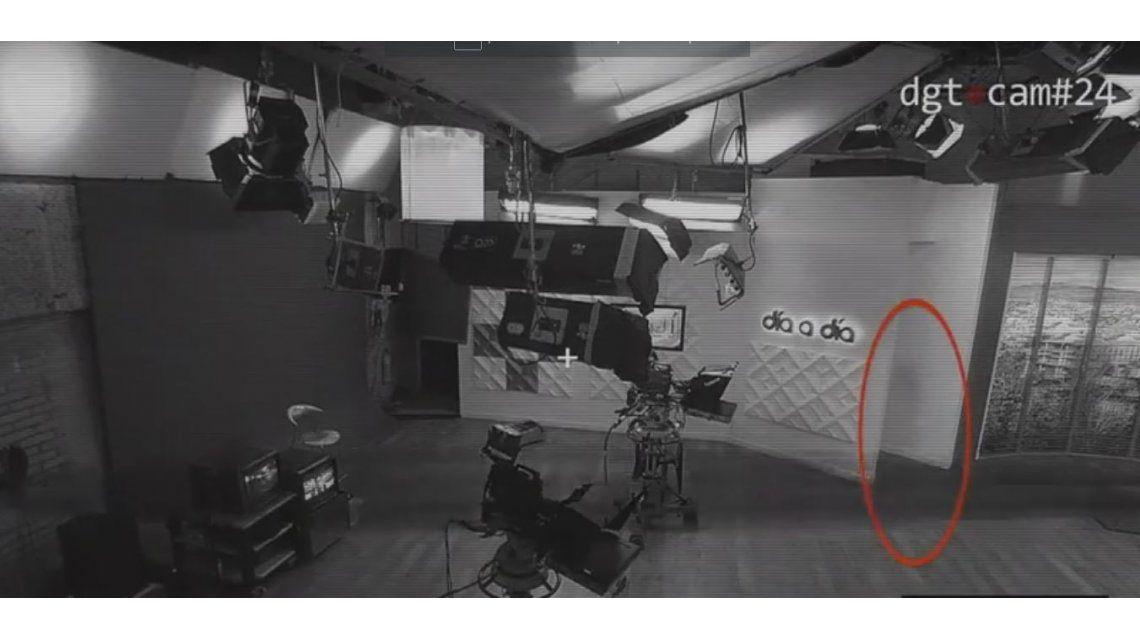 ¿Es un fantasma? Una extraña imagen es capturada por cámaras de seguridad