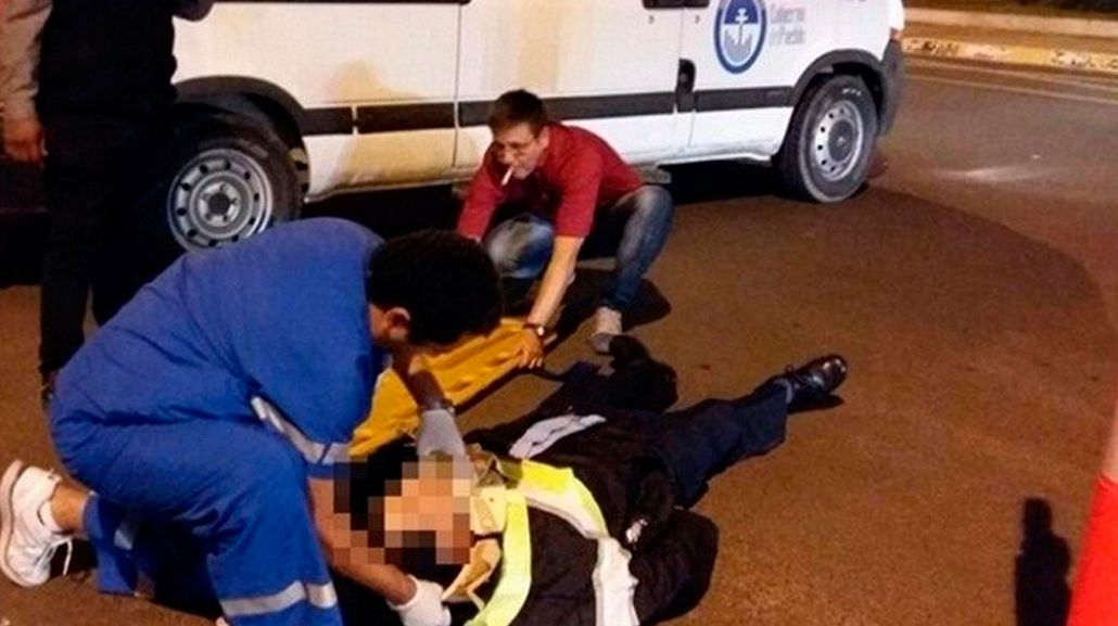 Un conductor borracho atropelló a un inspector de tránsito para evitar la multa