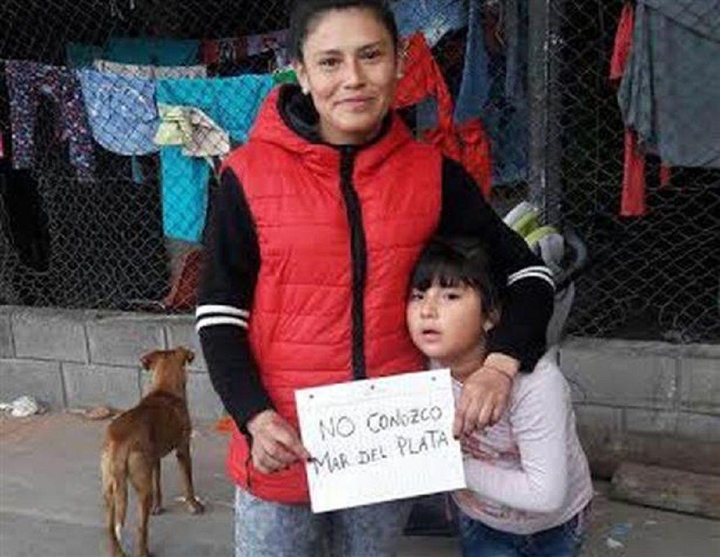 La misteriosa mujer de rojo que estuvo en acto de Cristina no es quien agredió a Macri