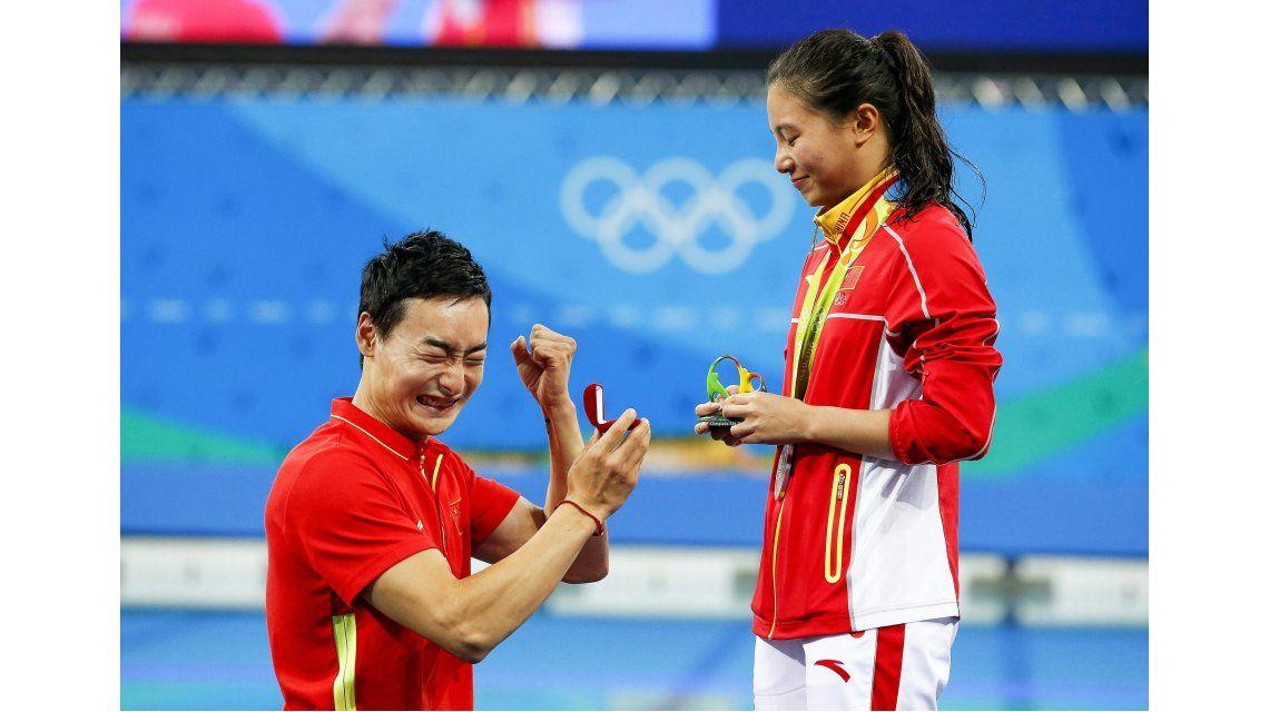 Ganó la plata en saltos ornamentales y, de yapa, su novio le pidió matrimonio