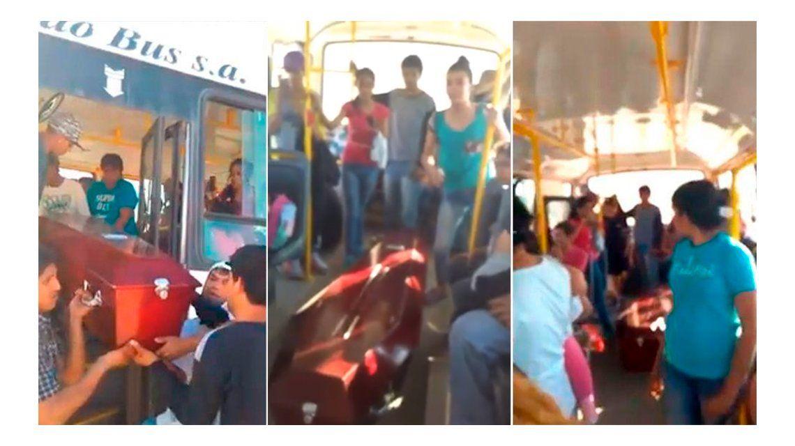 VIDEO: Se quedó el coche fúnebre y tuvieron que llevar el cajón en un colectivo