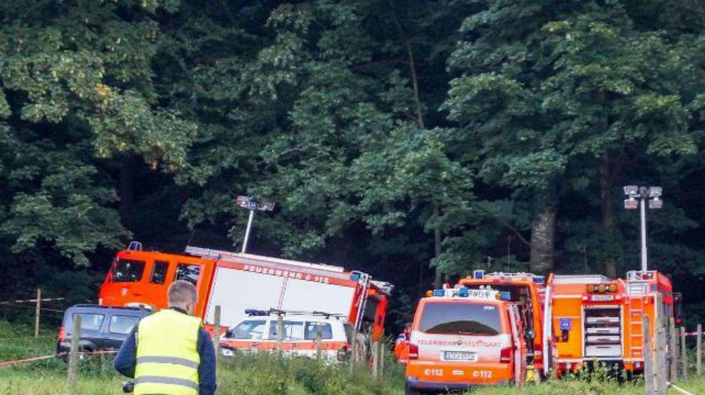 Un piloto alemán se estrelló y estuvo 13 horas atrapado en la copa de un árbol
