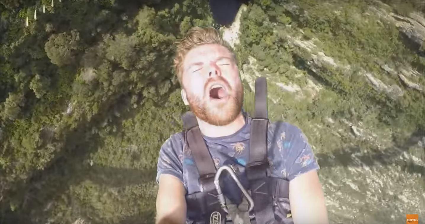 VIDEO: De la adrenalina y felicidad a perder el celular en un segundo