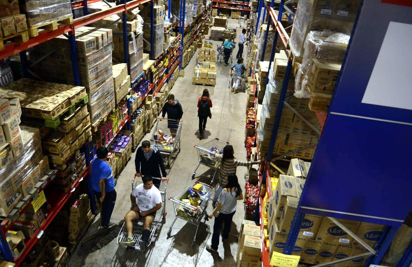 Por la inflación crece la clientela en los mayoristas