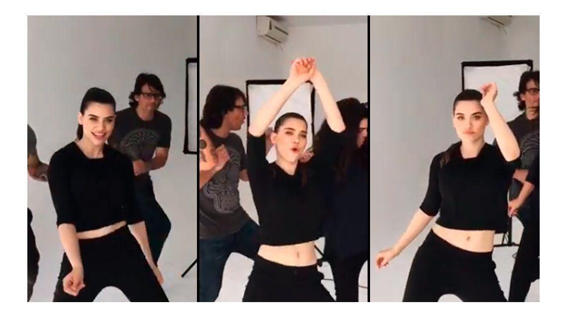 El sensual baile de Eva de Dominici, al ritmo de Rehab, de Amy Winehouse