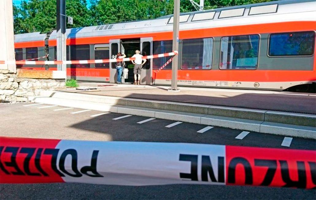 Pánico en Suiza: un hombre incendió vagón de un tren y acuchilló a varios pasajeros