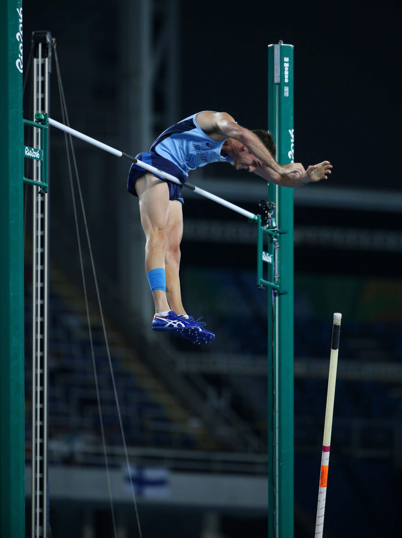 El broche de oro de un sábado histórico: Chiaraviglio finalista en salto con garrocha