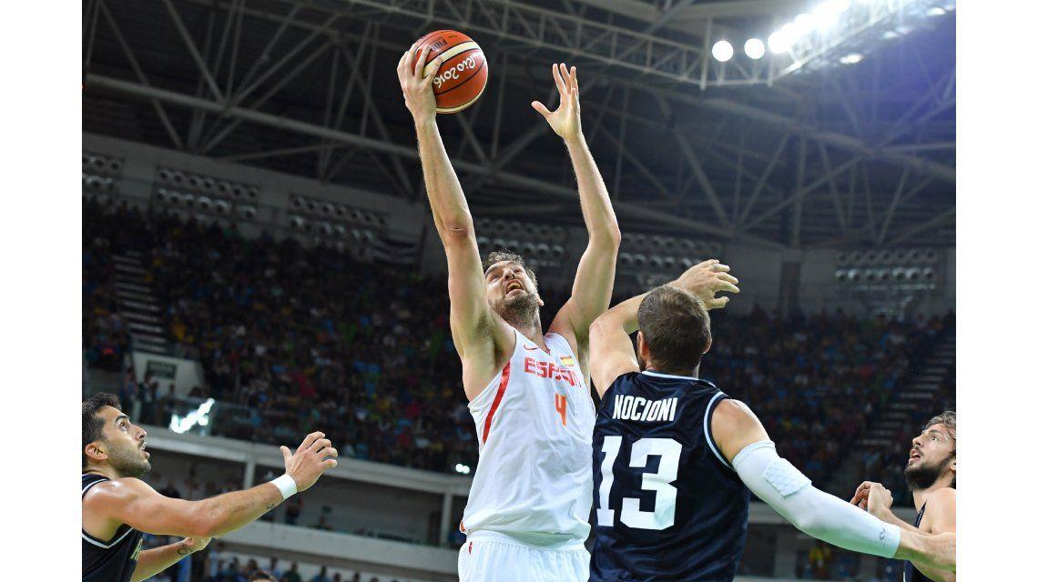 La Selección de básquet perdió ante España y podría cruzarse con el Dream Team en cuartos