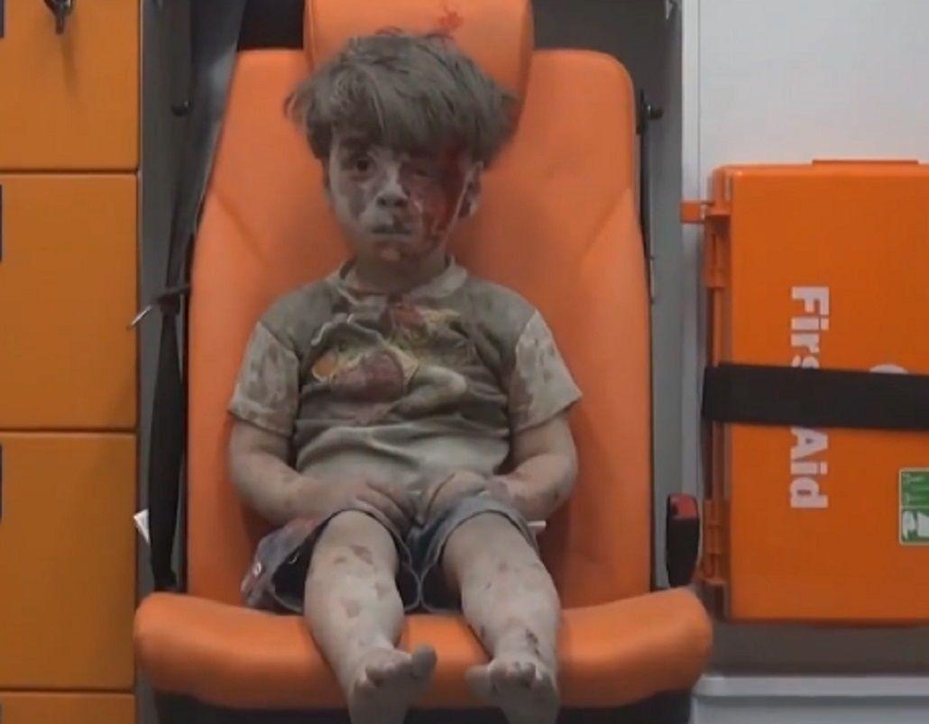 La foto que entristece al mundo: Omran, el nene que se volvió símbolo de los bombardeos en Siria