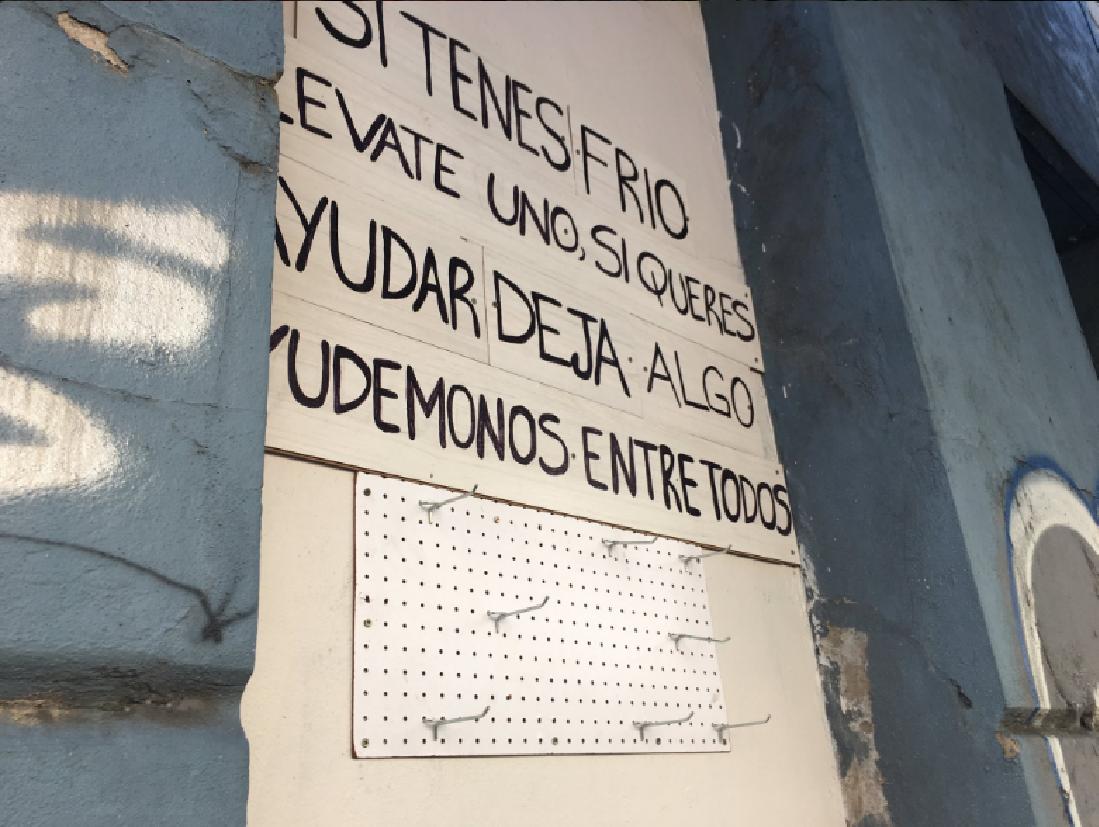 #PercheroSocial: contra el frío, proponen colgar en la calle la ropa que no usás