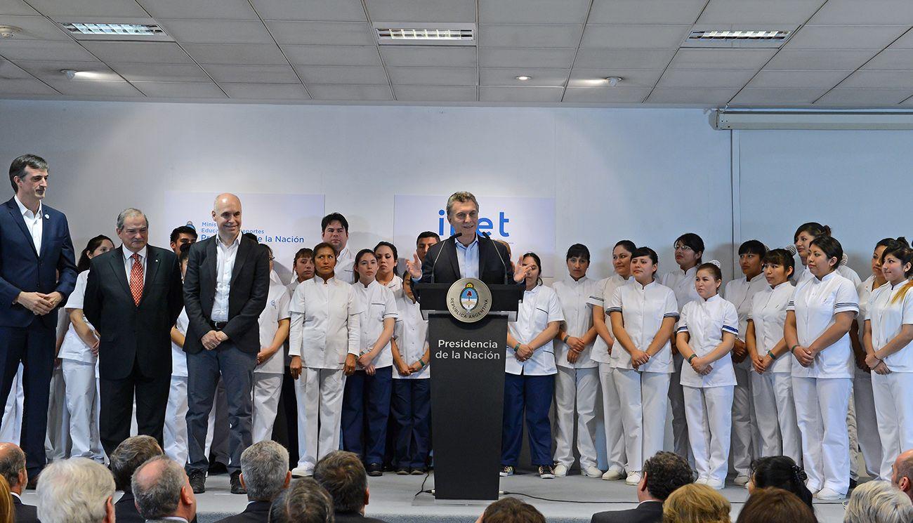 Buscan formar 50 mil nuevos enfermeros en los próximos cuatro años
