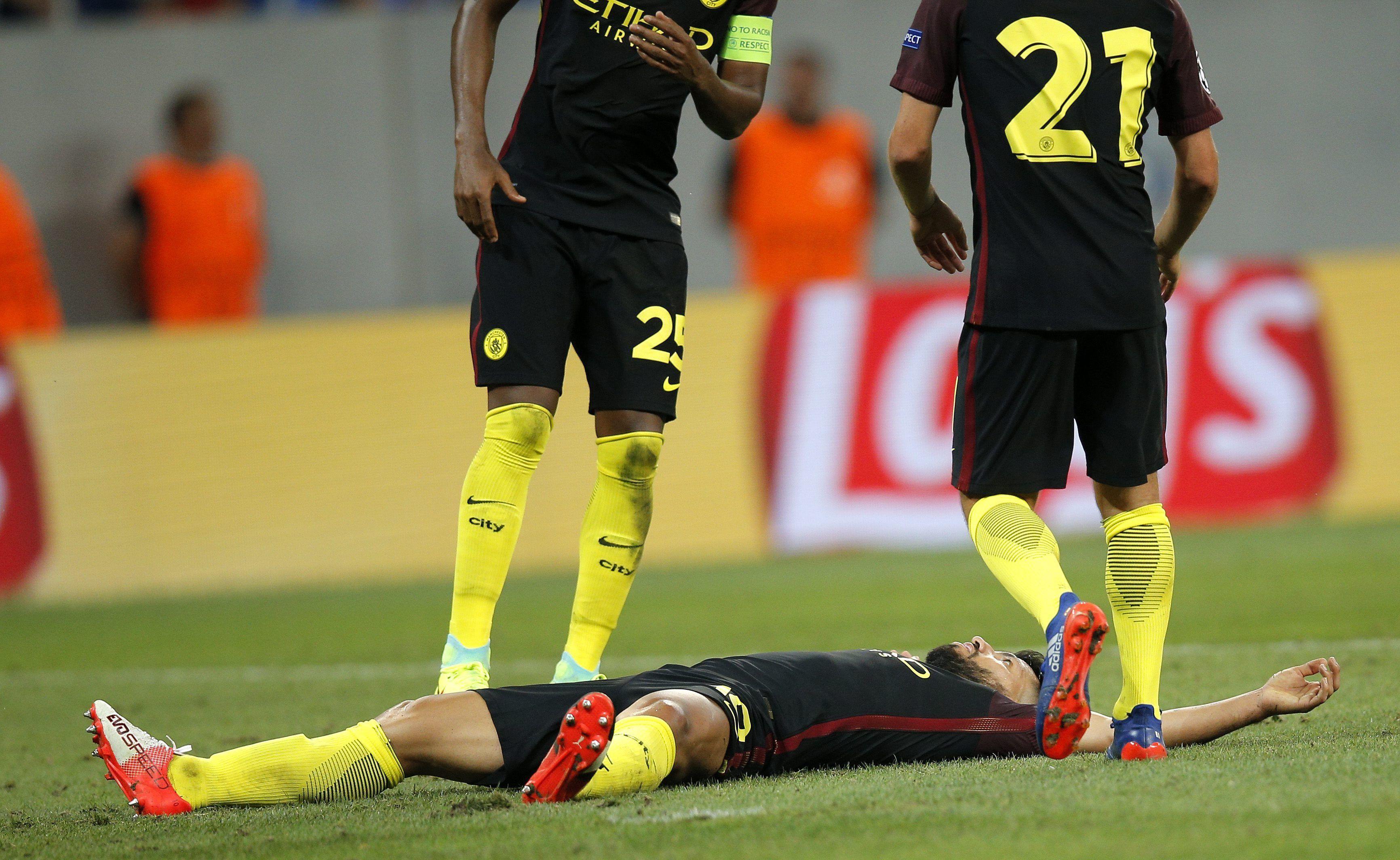 El Kun Agüero erró dos penales, pero sus compañeros lo apoyan