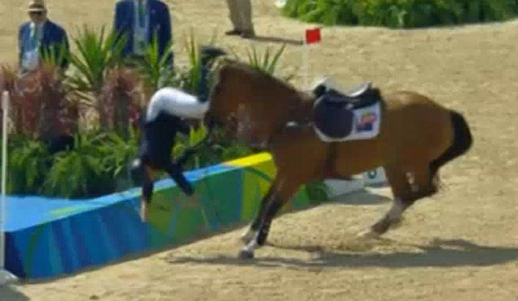 Lo traicionó el caballo: mirá esta terrible caída en la prueba de equitación