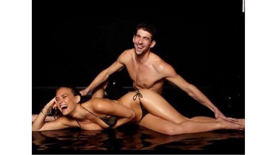 Phelps recibió un especial saludo de una modelo hot
