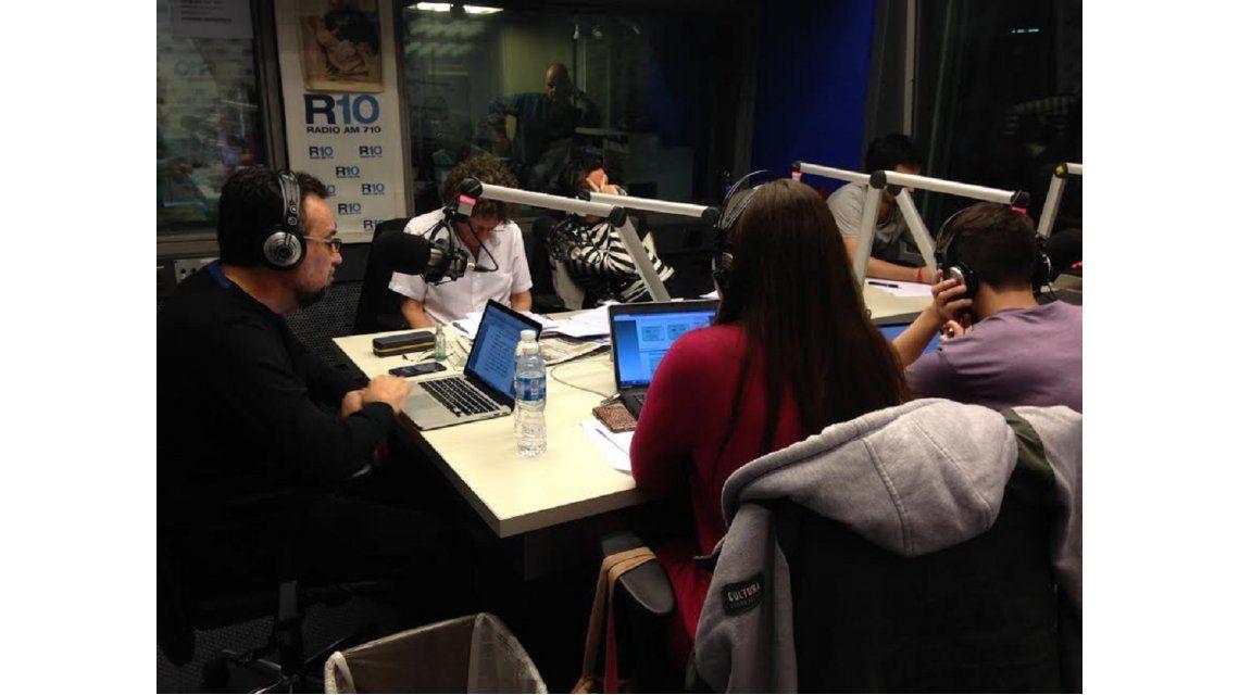 Así arrancó Roberto Navarro en Radio 10 con El destape: Te toman por boludo