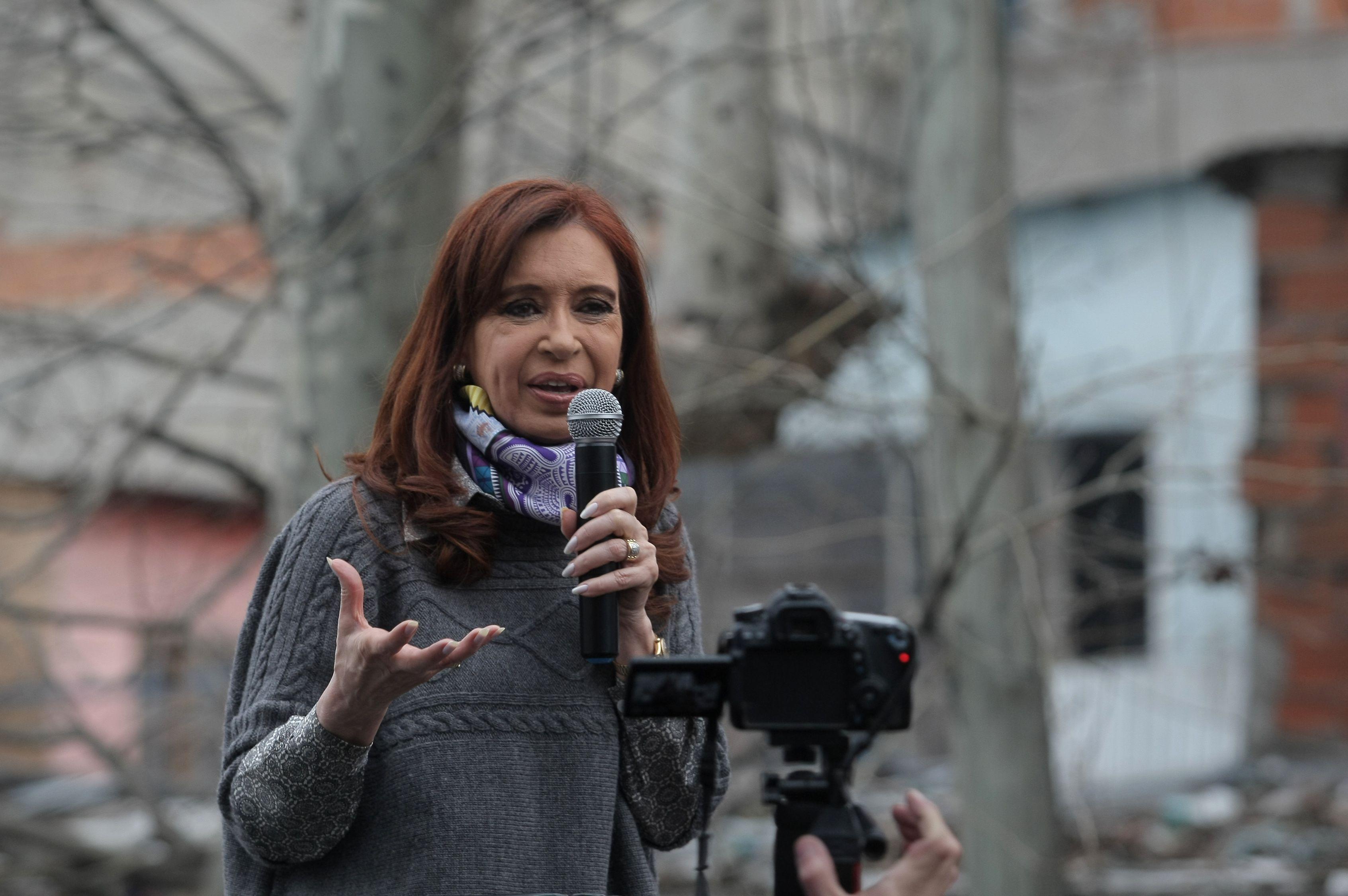 Piden indagatoria a Cristina por irregularidades en la obra pública