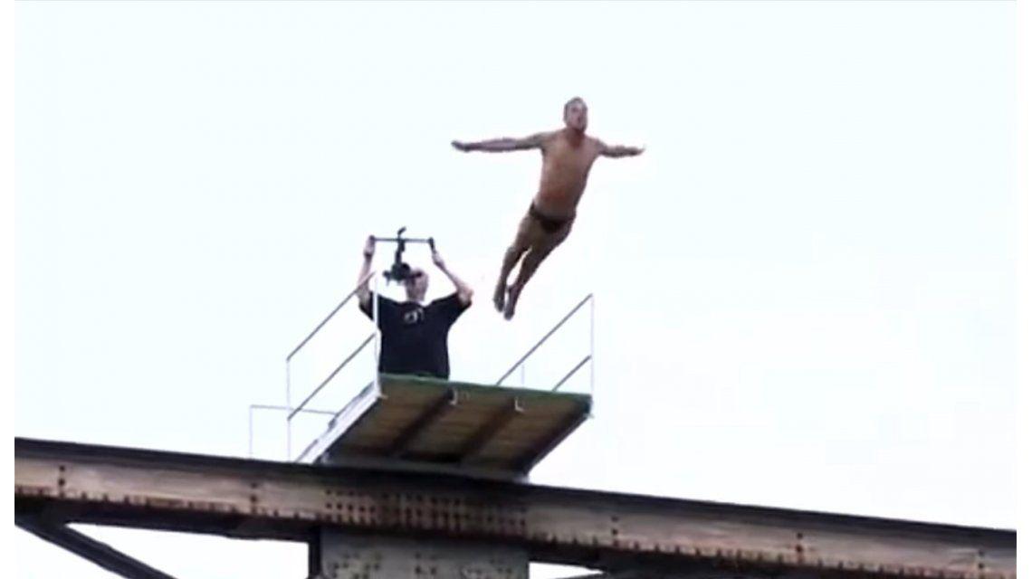 VIDEO: Un deportista esloveno murió al saltar desde un puente