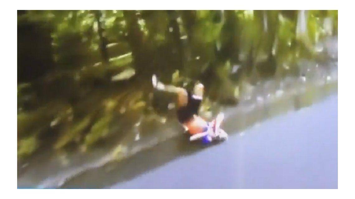 La escalofriante caída de una ciclista holandesa que asustó a todos