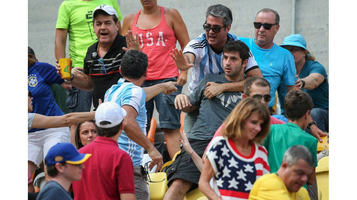 Intolerancia olímpica: argentinos y brasileros a las trompadas en el partido de Del Potro