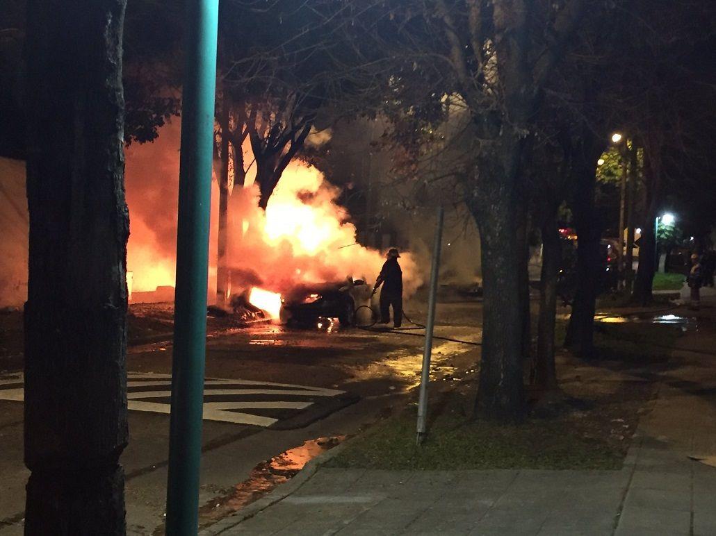 ¿Volvieron los quemacoches? Se incendiaron cuatro autos en Vicente López