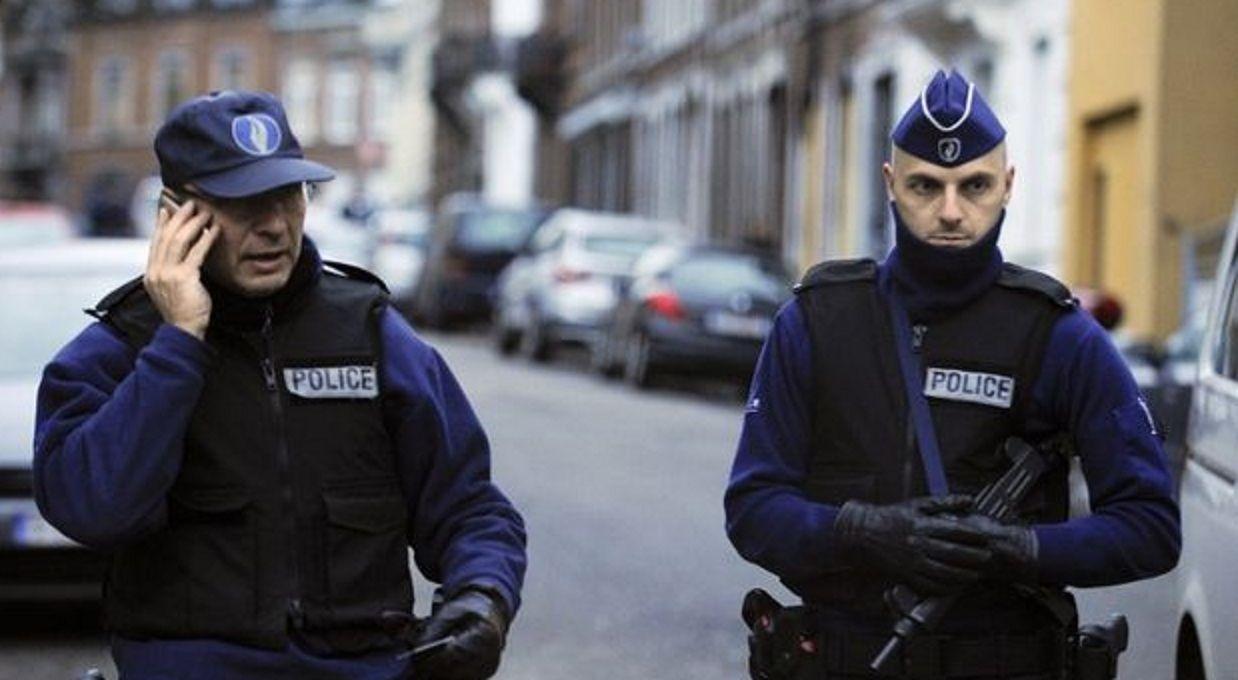 Alarma en Bélgica: dos policías fueron atacados a machetazos