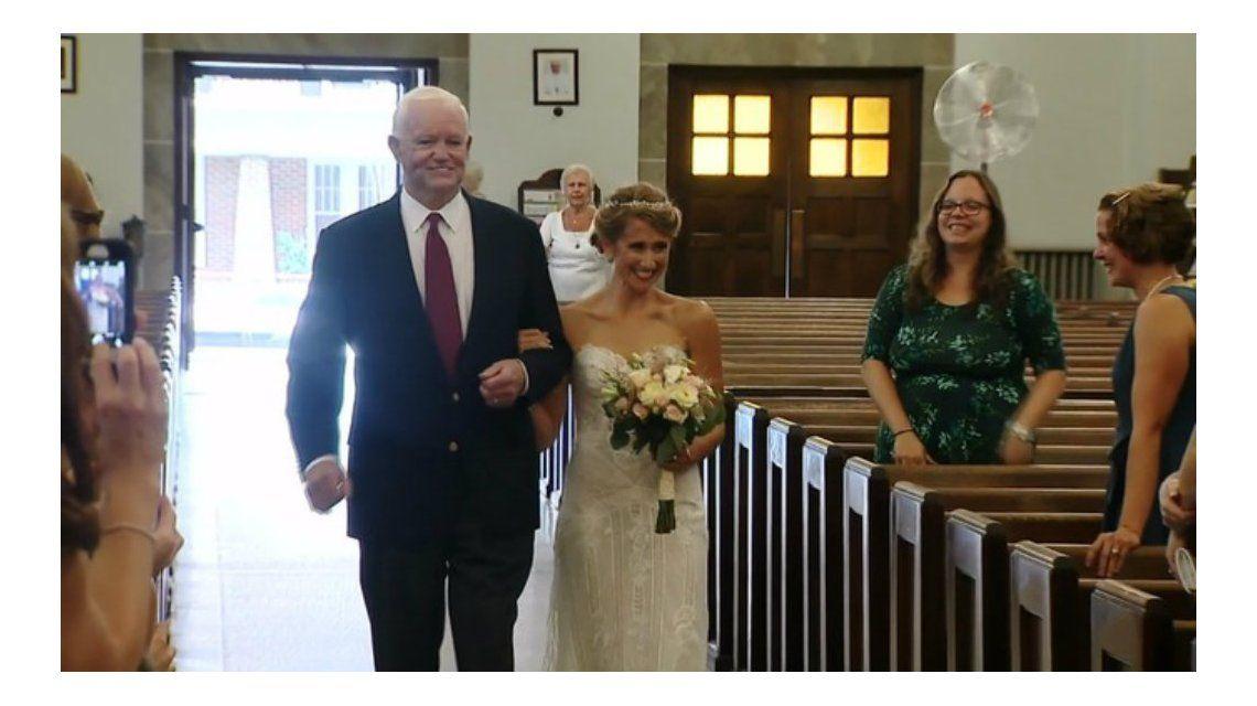 Una novia entró a la iglesia con el hombre que recibió el corazón de su padre