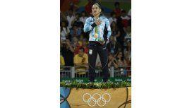 La emoción de Pareto al subir al podio, escuchar el himno y recibir el oro