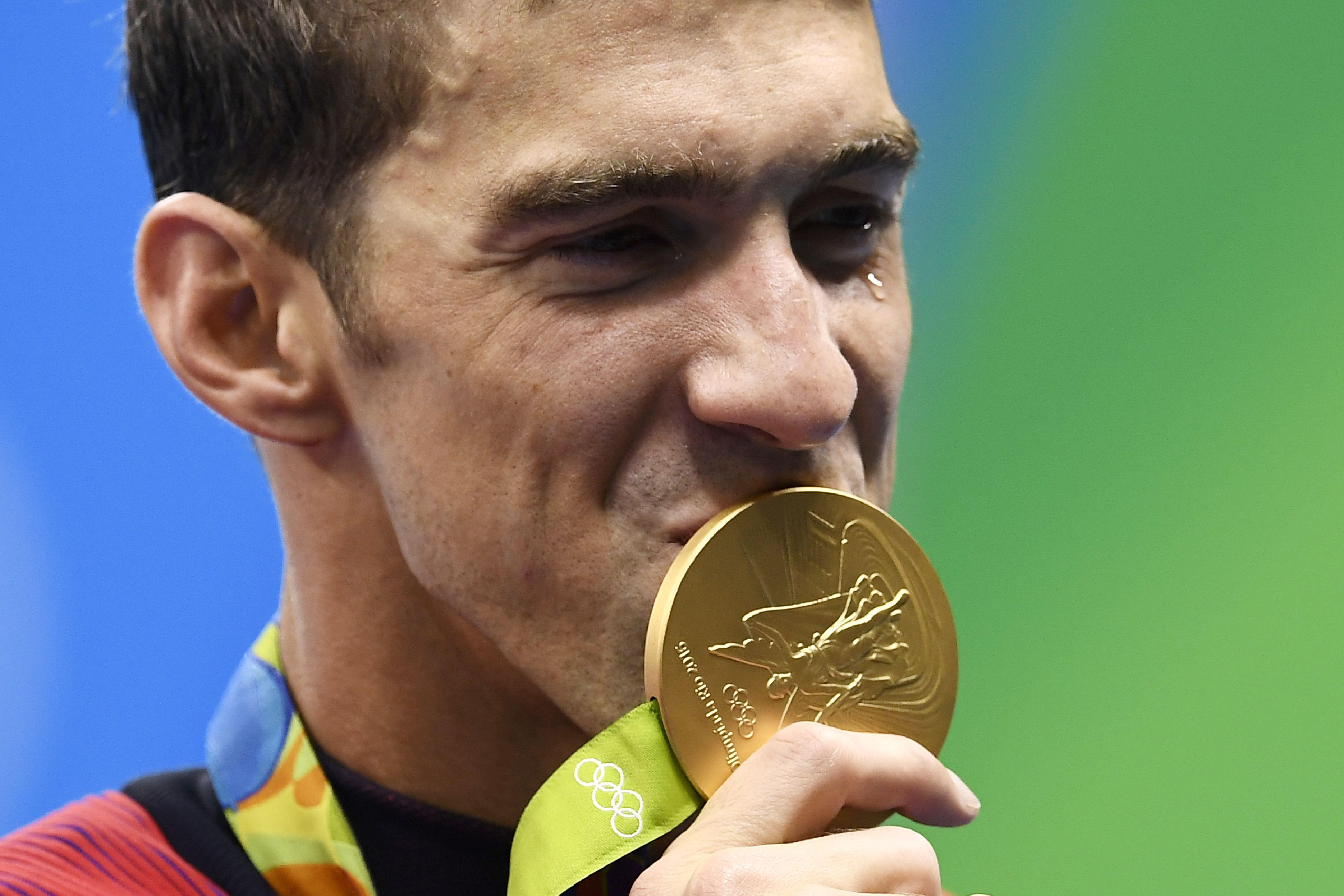 Michael Phelps logró su medalla de oro número 19 y va por más